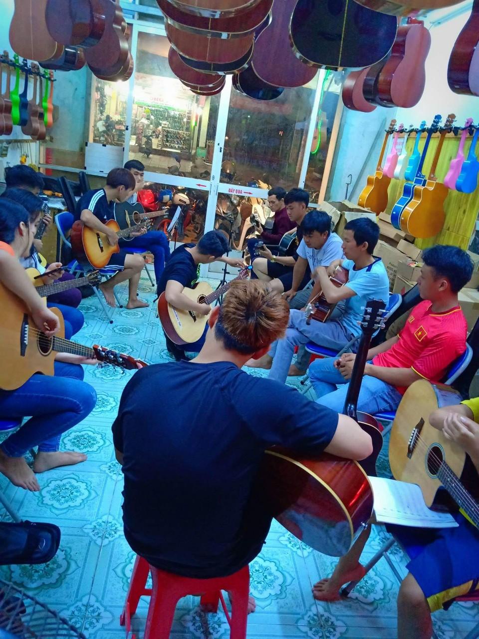 dạy đàn guitar biên hòa